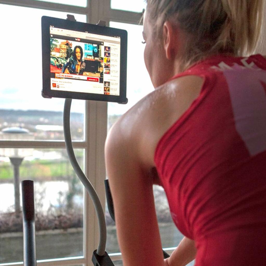 Hometrainer met iPad of tablet en houder van GOOS-E
