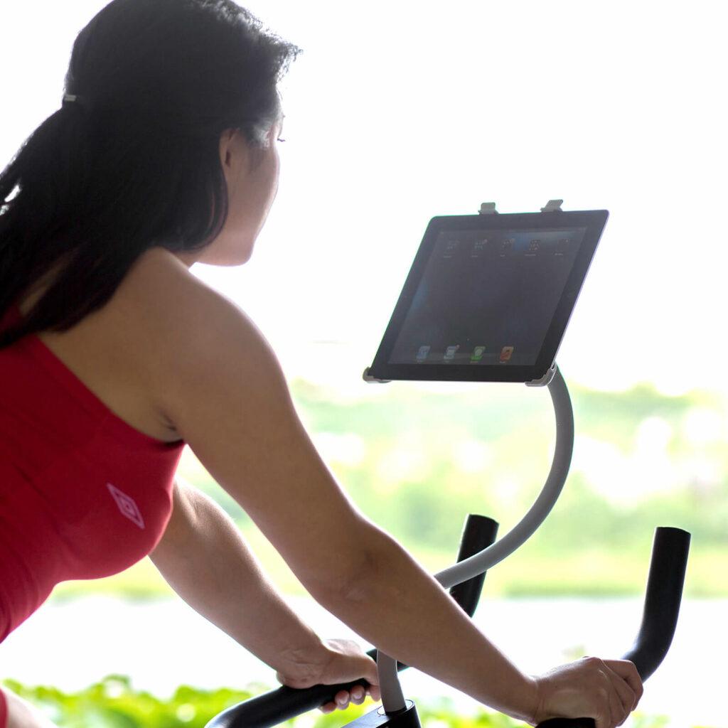 Sport met iPad of tablet en houder van GOOS-E