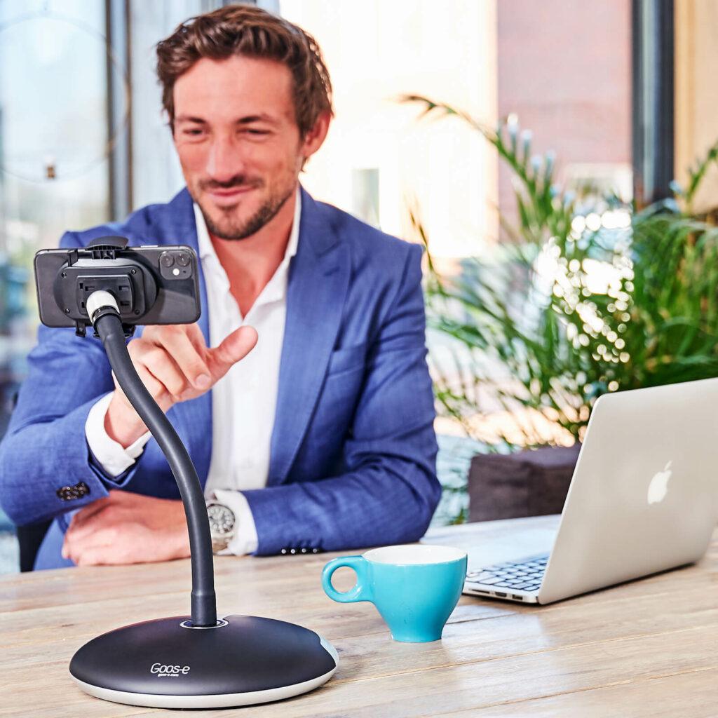 Microsoft Teams beeldbellen met Telefoon houder van GOOS-E