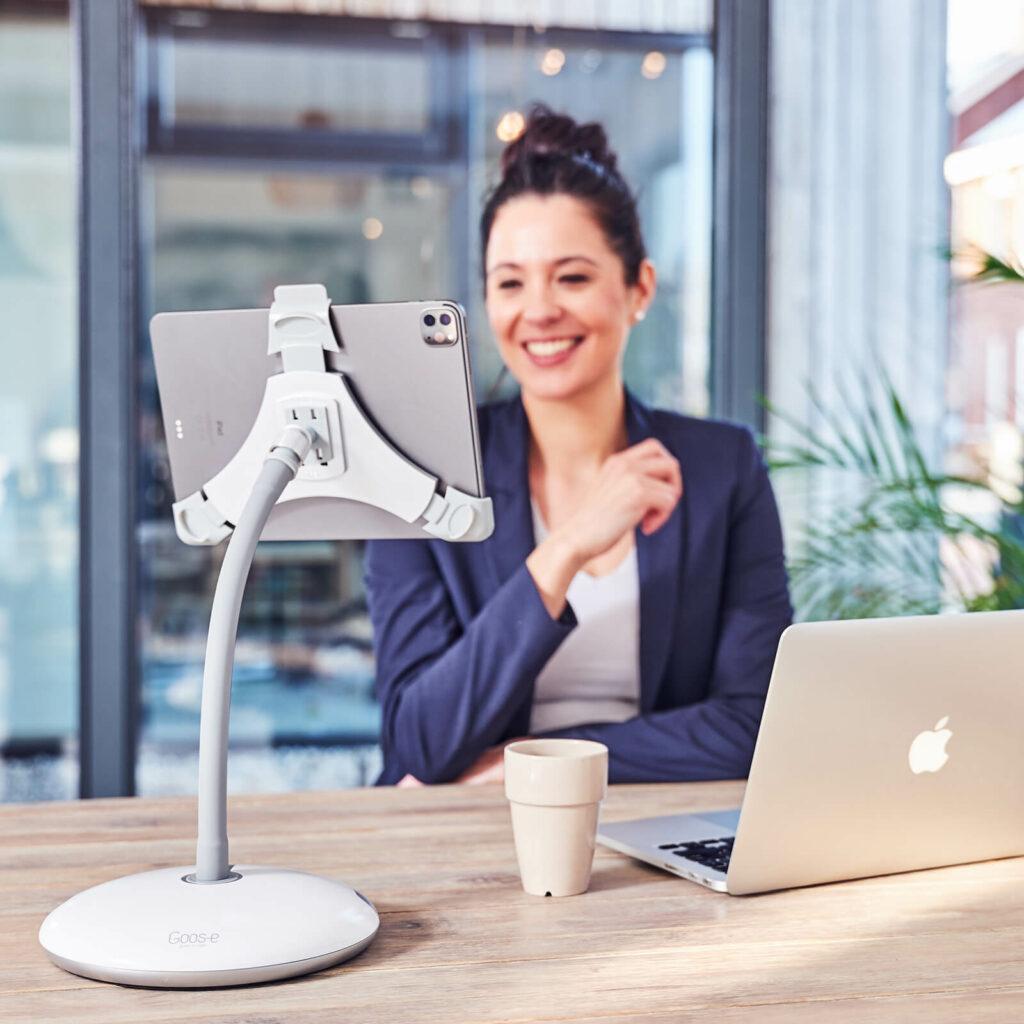 Home-Office oder Arbeiten von Zuhause mit GOOS-E Tablet-Halterung
