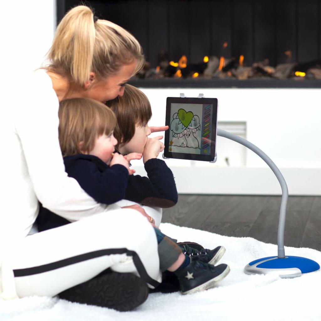 ergonomisch iPad of tablet kijken met kinderen