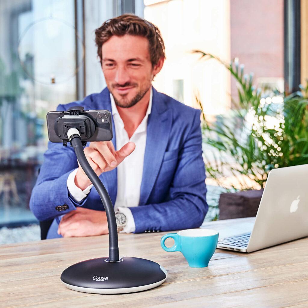 Teams Videokonferenz mit Handyhalter GOOS-E