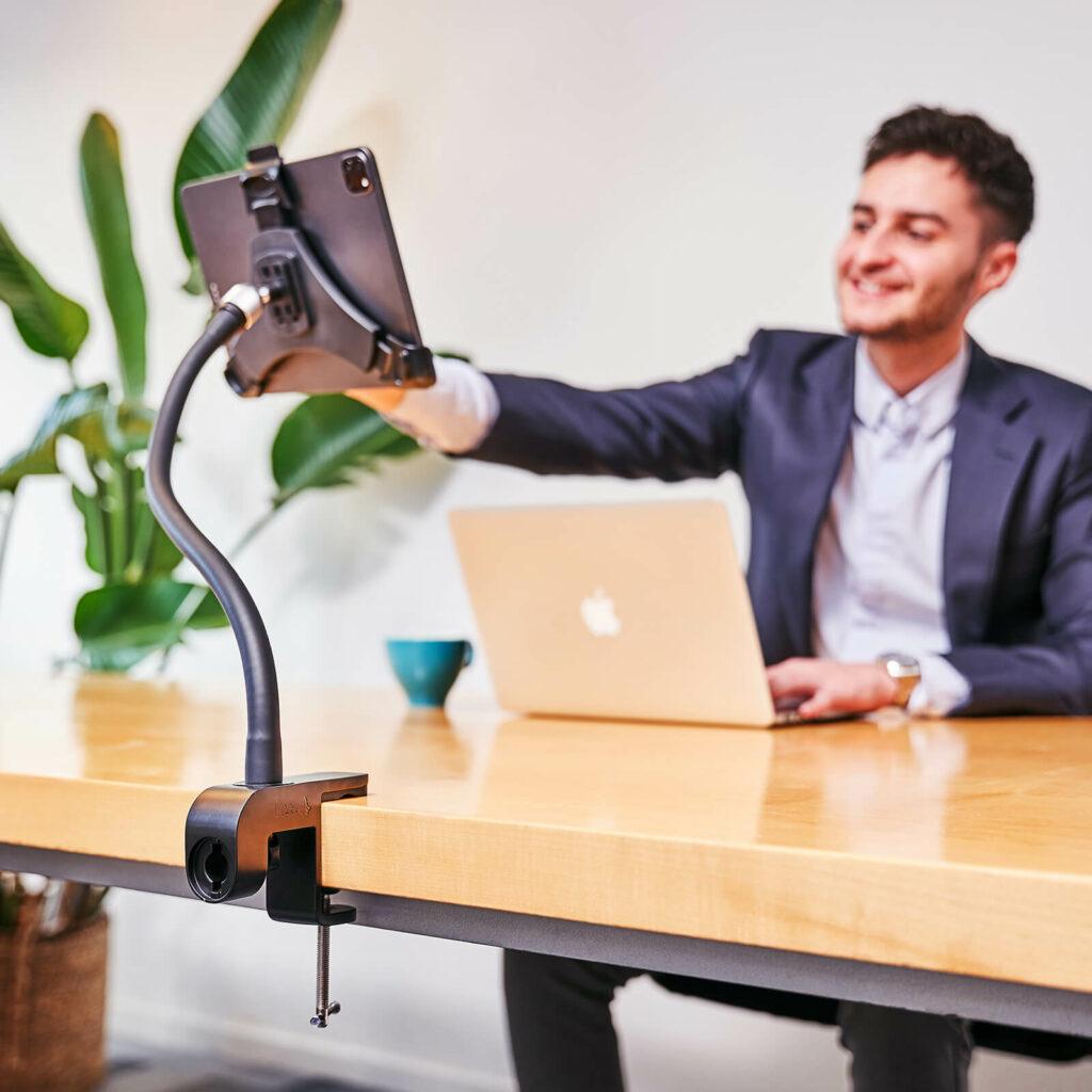 Tablet-Halterung mit Klemmvorrichting am Tisch GOOS-E