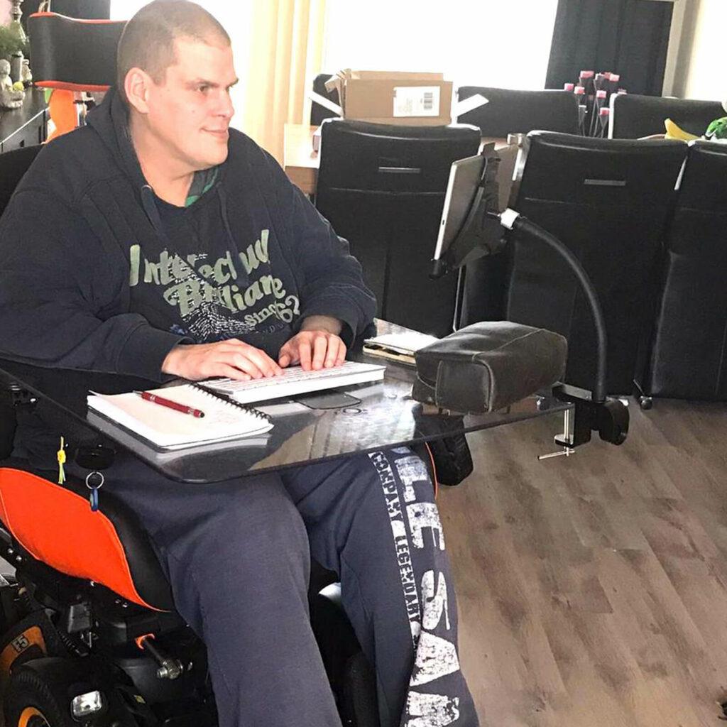 Tablethouder aan rolstoel GOOS-E