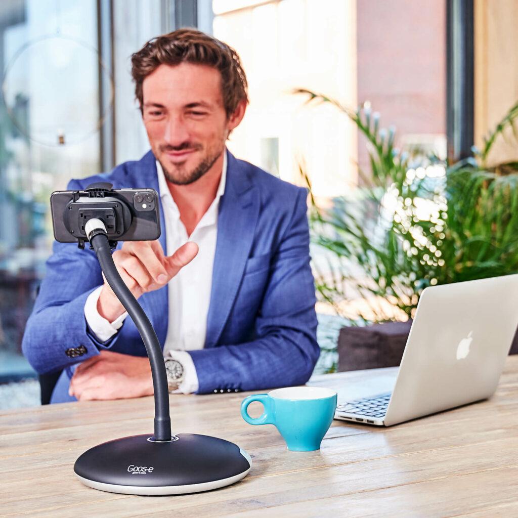 Zoom Skype Videokonferenz mit Handyhalter GOOS-E
